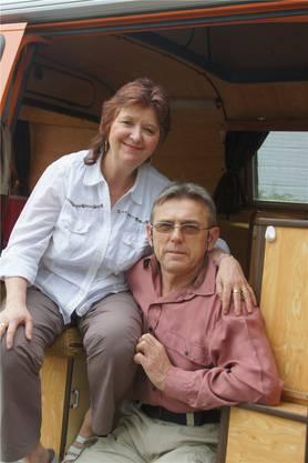 Romy Müller und Miro Slezak reisen in drei sechsmonatigen Etappen mit ihrem VW-Bus von Urdorf nach Australien. Auf Ihrer dritten Etappe waren sie unterwegs durch Australien. Die erste Etappe führte sie von Europa über die Seidenstrasse bis nach Kathmandu in Nepal, die zweite bis nach Singapur.