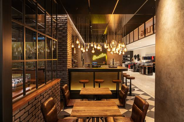 Neue Breitling-Bistro Bar im Jelmoli Zürich
