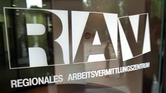 In den beiden Basel stieg im März die Arbeitslosigkeit stark an.