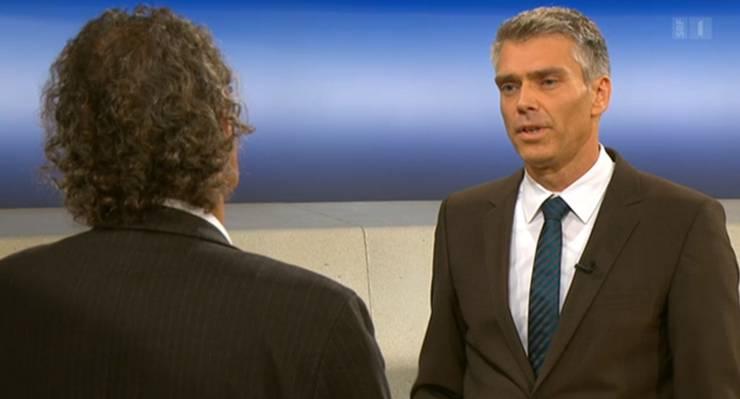 Geri Müller im «Rundschau»-Studio bei Moderator Sandro Brotz. Der Badener Stadtammann sagt, er gehe «ergebnisoffen» in die Mediation mit dem Badener Stadtrat.