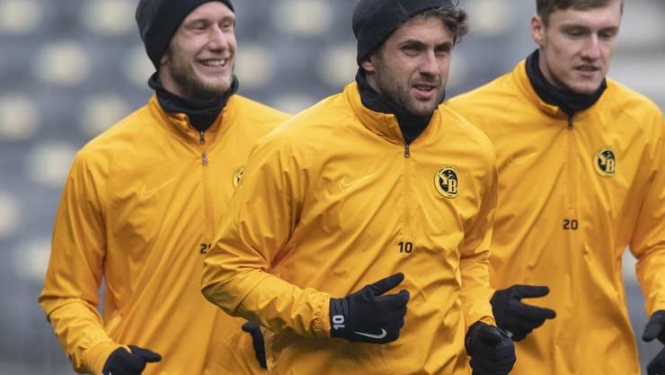 Die Young Boys können wieder auf die verletzt gewesenen Leistungsträger Fabian Lustenberger (links) und Miralem Sulejmani (Mitte) zählen
