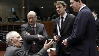 Finanzminister unter sich: Neben dem deutschen Finanzminister Wolfgang Schäuble (links) machen weitere EU-Staaten Druck (Archiv)