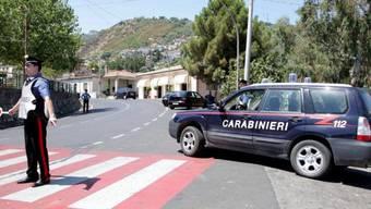 Italienische Polizisten gehen gegen die 'Ndrangheta vor (Archiv)