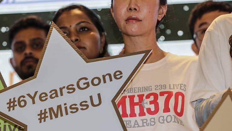 Angehörige von vermissten Passagieren des Unglückflugs MH370 der Fluggesellschaft Malaysian Airlines. (Archivbild)