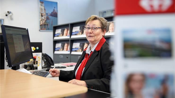 SBB-Mitarbeiterin Elisabeth Gurtner arbeitete 40 Jahre am Schalter. Nun wird sie pensioniert.