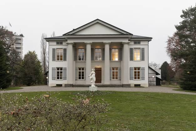 Das Säulenhaus, das «Weisse Haus» von Aarau. Die Ähnlichkeit ist wohl kein Zufall.