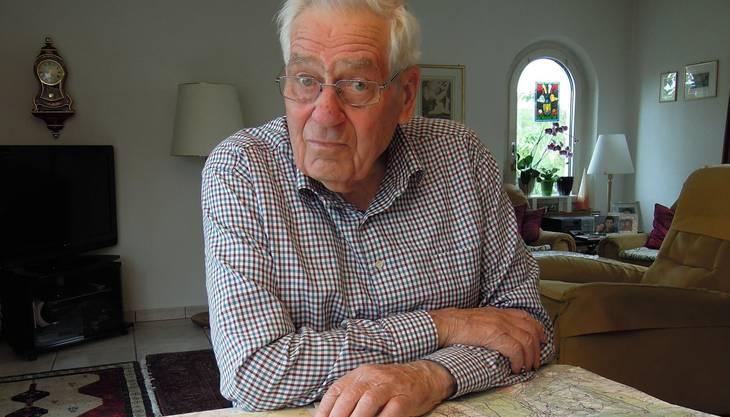 Rolf Stapfer (83) paddelte 1953 mit einem Floss duchs überschwemmte Gebiet.