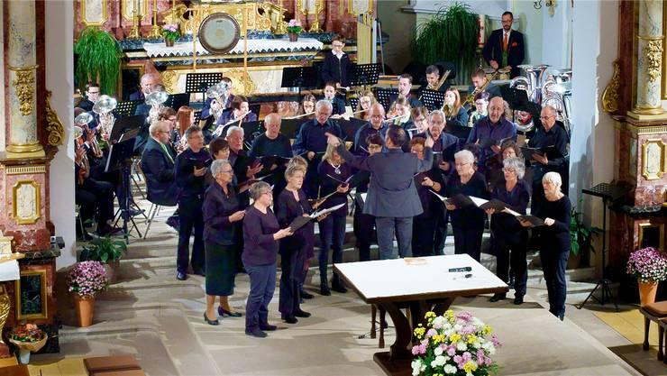 Die «Eintracht» Kestenholz und die «Konkordia» Oberbuchsiten berührten beim gemeinsamen Konzert mit dem Kirchenchor die Herzen des Publikums.