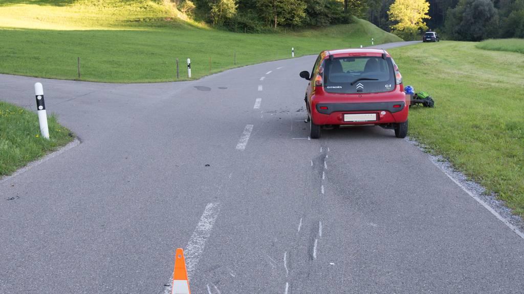 Ein junger Mofalenker verstarb in Oberwangen im Kanton Thurgau bei einer Frontalkollision mit einem Auto.