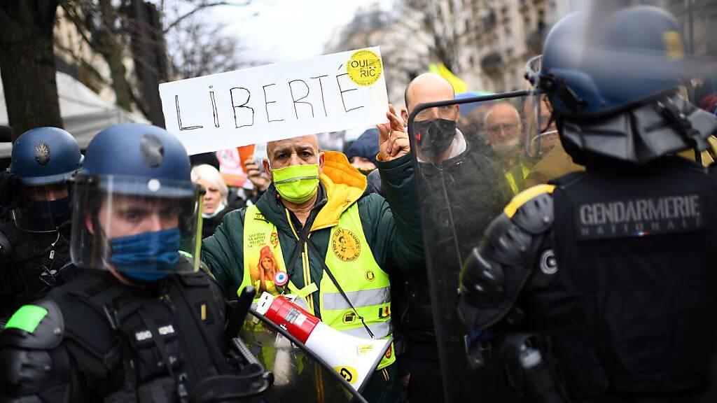 In Frankreich demonstrieren Zehntausende gegen Sicherheitsgesetz