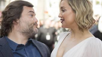 """Kate Hudson - hier mit Jack Black, ihrem Synchron-Partner aus """"Kung Fu Panda 3"""" - vermeidet es, mittels Social Media Stalker auf den Plan zu rufen (Archiv)."""
