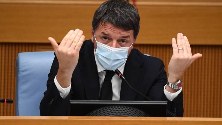 Matteo Renzi zieht zwei Ministerinnen ab und lässt so die Regierung platzen.