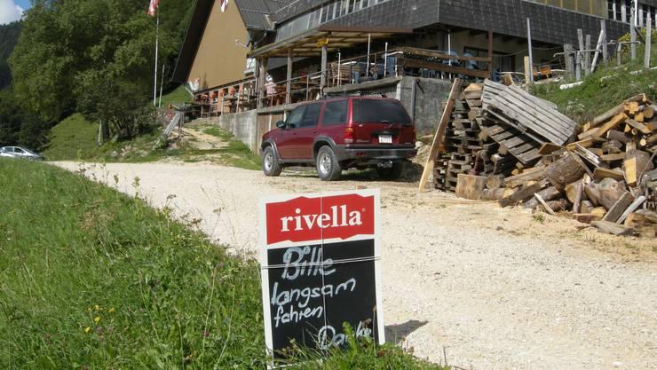Besitzer Mario Gerber will für die Schneeräumung der Zufahrt auf seinen Hof mehr Geld von der Gemeinde Selzach.