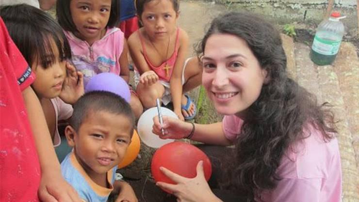 Arina Ajina half den Kindern, die Flutkatastrophe zu verarbeiten.