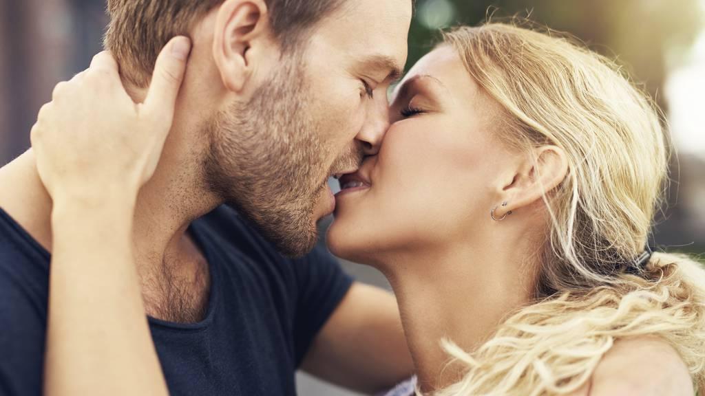 Romantisch, stürmisch oder zurückhaltend? Jeder hat so seine eigene Kusstechnik.