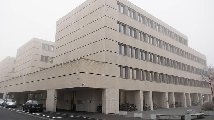 Am Regionalgericht Oberland wurde im Oktober ein 57-jähriger Schweizer wegen vorsätzlicher Tötung verurteilt. Jetzt ist der Mann im Gefängnis verstorben.