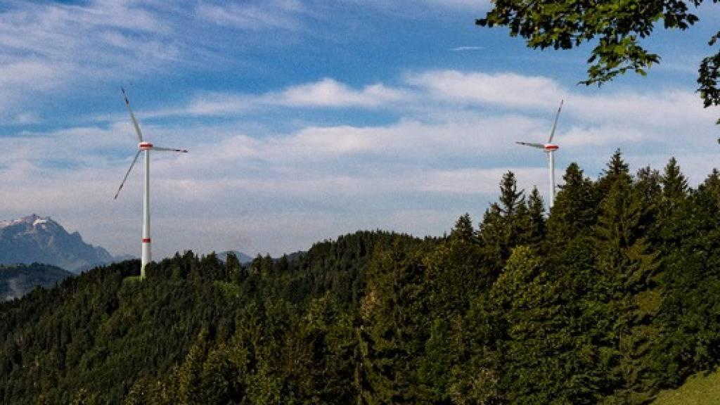 Die Innerrhoder Regierung präsentierte am Freitag einen Gegenvorschlag zur Initiative «Pro Windenergie». Ein überparteiliches Komitee setzt sich für zwei Windräder in Oberegg AI ein. (Visualisierung)