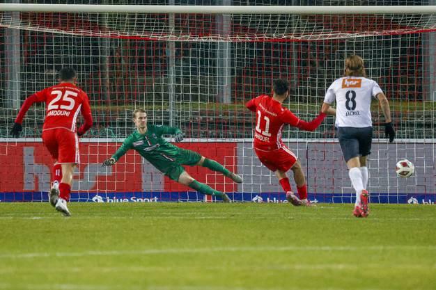 Bitterer Moment in der Nachspielzeit: Der FC Aarau muss per Penalty den Ausgleich hinnehmen.
