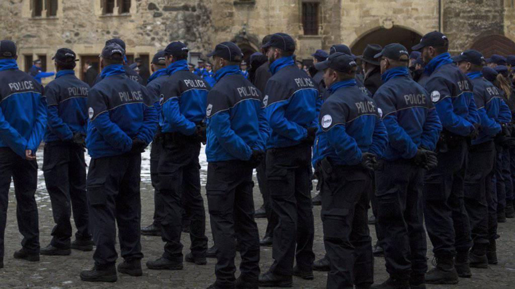 Die meisten Kantone haben auch 2016 zusätzliche Polizisten vereidigt. (Symbolbild)