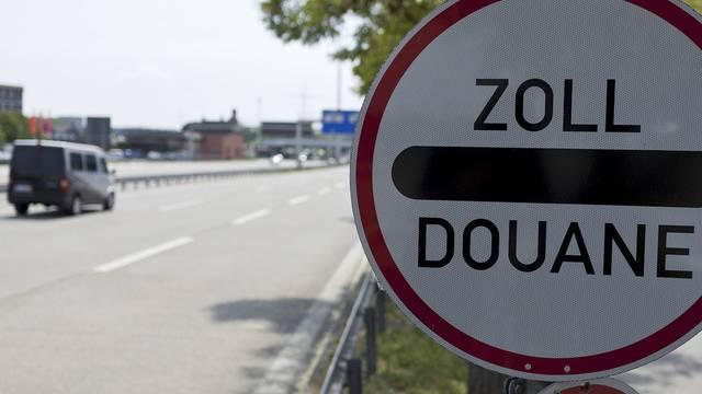 Die Grenzwache empfiehlt andere Grenzübergänge als den Zoll Otterbach zu benutzen. Auf dem Foto: Der Grenzübergang zu Deutschland bei Basel/Weil. (Archiv)