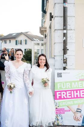 Viel Freude an diesem Shooting am Valentinstag in Solothurn! Wir wollen nämlich heiraten- wen wir lieben. Leider ist das noch nicht möglich. Lasst uns dies ändern! Foto: Mirjam Marti