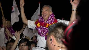 In Feierlaune: Singapurs Premier Lee Hsien Loong nach den Wahlen