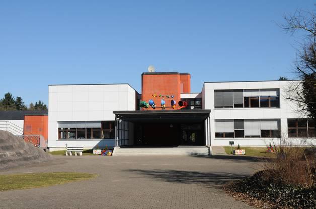 Sie wird geführt vom Gemeindeverband Kreisbezirksschule Leuggern. Die Gemeinden Leuggern, Böttstein, Leibstadt, Mandach, Schwaderloch und Full-Reuenthal haben die Schule gemeinsam im Baurecht erstellt.