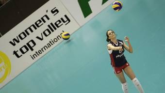 Livia Caluori schlug im Dress von Voléro am top volley 2008 in Basel auf.