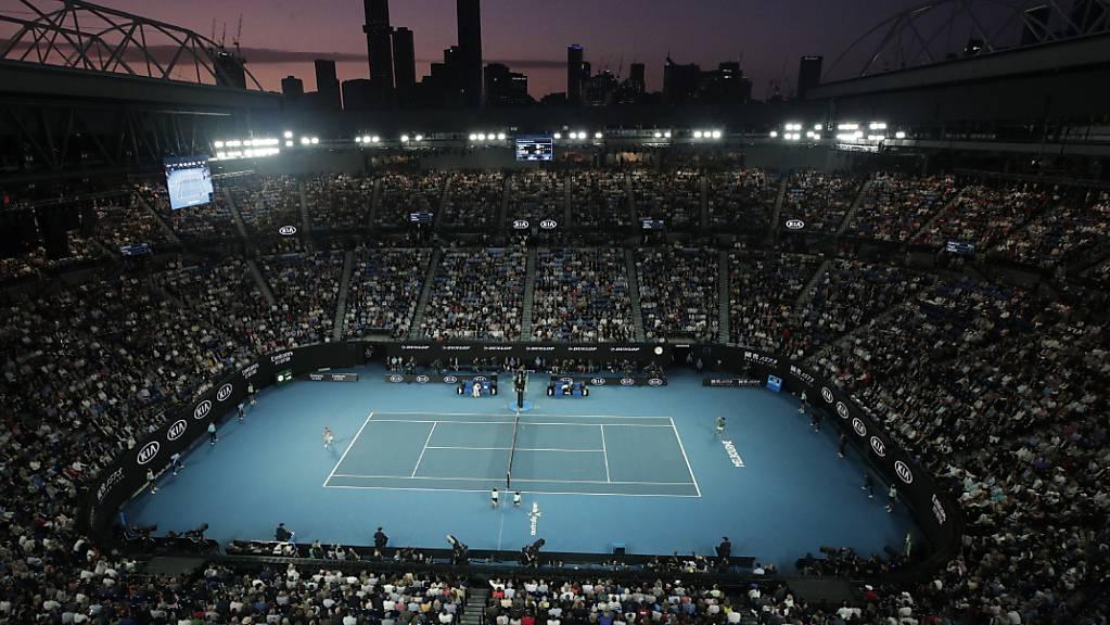 Gibt es dieses Bild im Januar? Hell erleuchtetes Stadion am Australian Open.