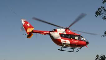 Mit einem Helikopter der Rega wurde das Mädchen ins Spital geflogen. archiv