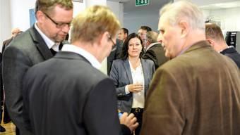 FDP-Präsidentin Christine Frey steht zwar nicht ganz so alleine da, wie auf diesem Foto aus dem Foyer des Landratssaals am Sonntag, doch die interne Kritik nimmt stetig zu. Martin Töngi