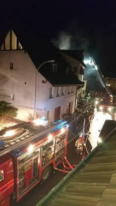 Die Feuerwehr während des Einsatzes in der Schlutengasse.