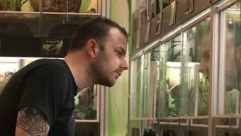 Bastian Rast ist Kantonspolizist und Vogelspinnenexperte – ein Besuch in seinem exotischen Keller.
