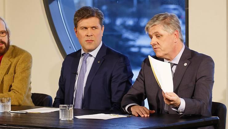Islands Finanzminister Benedikt Johannesson (rechts) verrät: Die Regierung plant, die isländische Krone an den Euro zu koppeln. (Archivbild)