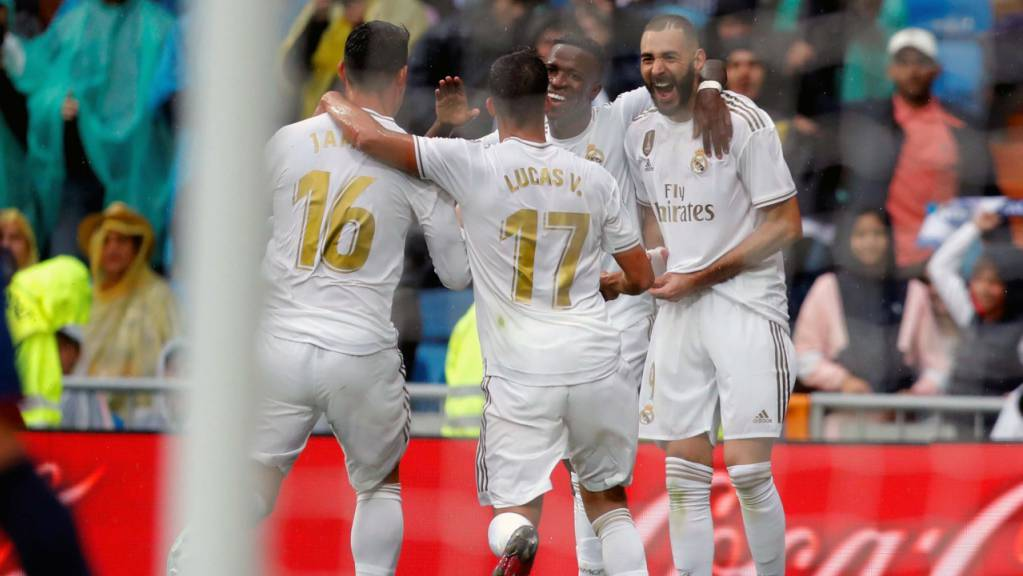 Karim Benzema (rechts) lässt sich für sein Tor zum 2:0 feiern