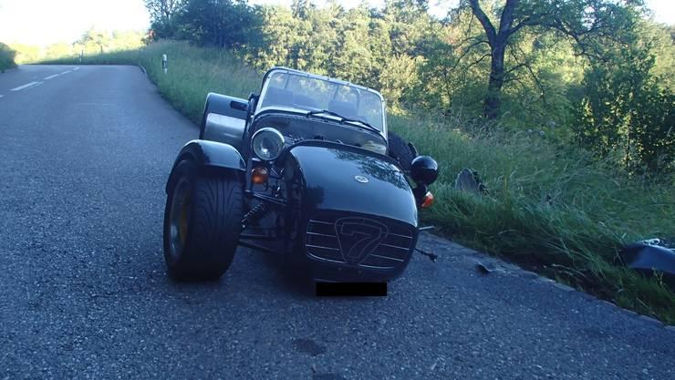 Am Mittwochabend prallten in Schöftland AG zwei Autos ineinander, dieser Caterham-Sportwagen...