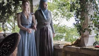 Nathalie Dormer und Diana Rigg in einer Szene der 4. Staffel von «Games of thrones»