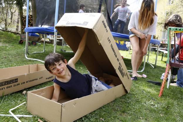 Mit der grossen Schachtel kann man auch Spass haben