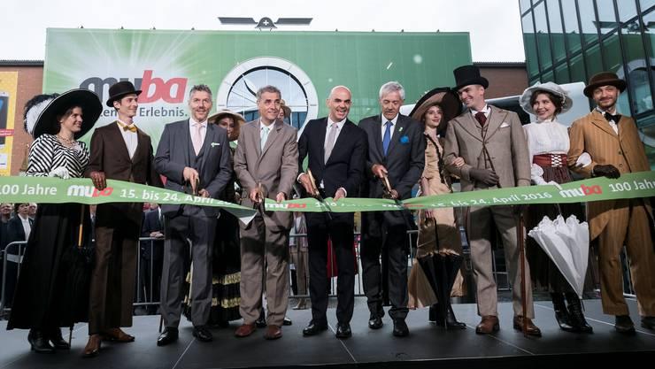 Das waren noch glückliche Zeiten: Eröffnung der Muba mit ex-CEO René Kamm, alt Regierungspräsident Guy Morin, Bundesrat Alain Berset und Verwaltungsratspräsident Ueli Vischer (in Anzügen, von links).