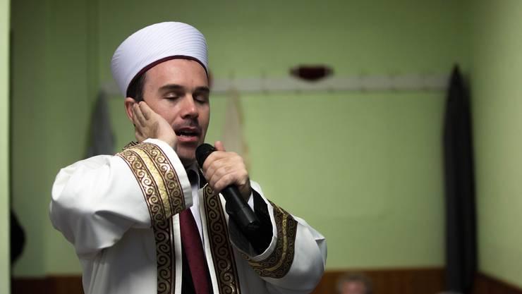 Ein Imam beim Gebet.