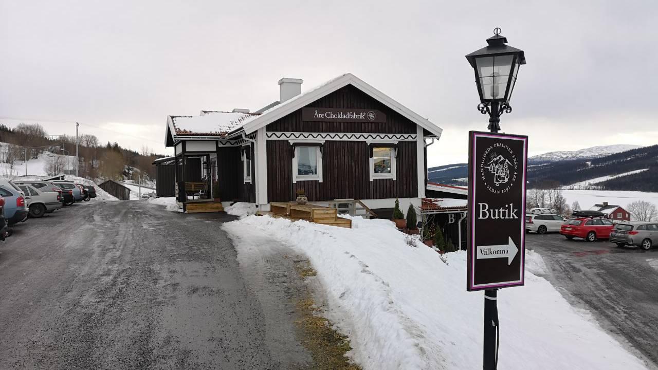 In dieser Schoggifabrik werden Pralinés hergestellt. Skifahrer und WM-Besucher können sich im Laden eindecken. (© Jonathan Schoeffel)