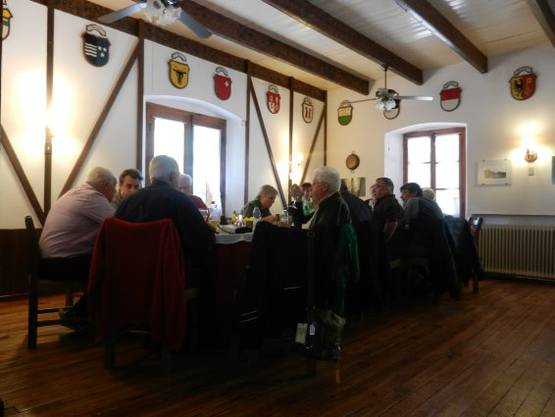 Mittagessen beider Reisegruppen, Bürger und Einwohner, unter der Solothurner Flagge