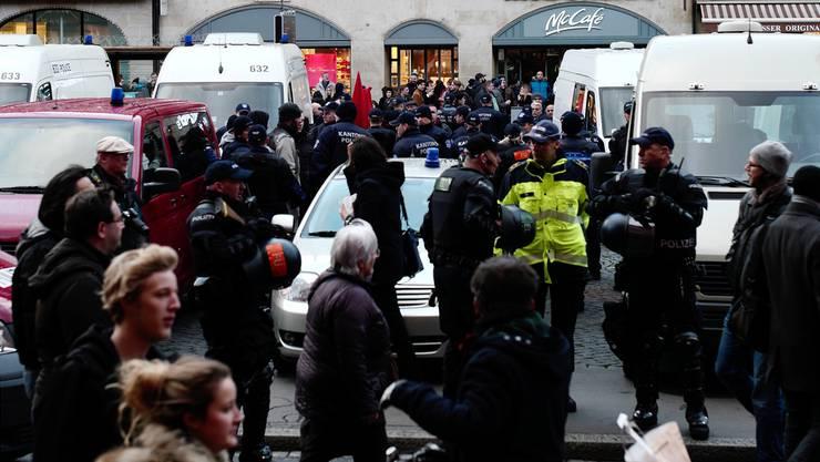 Mehraufwand dank Meinungsfreiheit: Die Polizei hat Überstunden im Gegenwert von fast 10 Millionen Franken angehäuft.