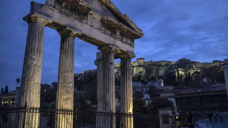 Bald gehen die Lichter wieder an: Griechenland lockert am 4. Mai seine Massnahmen. (Bild: Keystone)