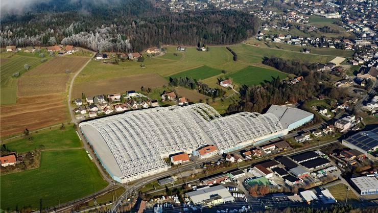 Die Sondermülldeponie war bis im Juli 2018 von der grössten stützenfreien Halle der Schweiz überdeckt. Sie wurde im Jahr 2007 errichtet.
