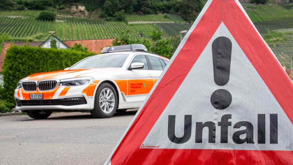 Fahrer verliert Kontrolle über Auto – noch auf Unfallstelle verstorben