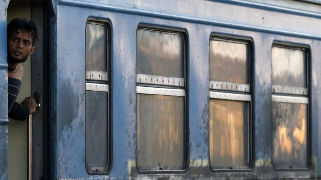 Weiter geht es für die meisten Flüchtlinge mit dem Zug, der sie nach Serbien bringt
