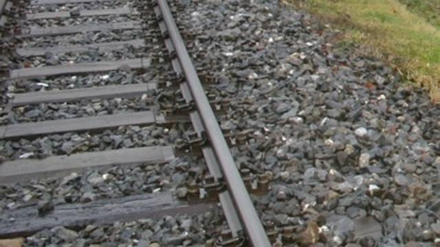 Erhöhte Sicherheit für Fussgänger am Bahnübergang.