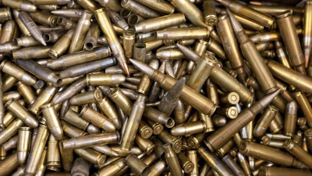 Ein Fall von illegalem Munitions- und Waffenhandel bei der Schwyzer Kantonspolizei wurde von der kantonalen Finanzkontrolle untersucht. (Symbolbild)