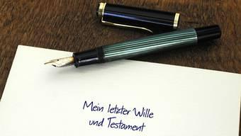 Im Testament regelt man sein Erbe. Mittels Vertrag lässt sich auch ein Erbverzicht aufsetzen. Dieser gewinnt an Beliebtheit. (Symbolbild)